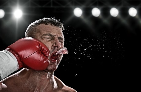 Roll with the punches idiom, boxer knock out
